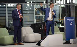 Toralf Weiße, Vorstandsvorsitzender des Netzwerk Logistik Mitteldeutschland und Hans-Peter Kemser, Werksleiter BMW Leipzig und Vorstand ACOD